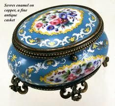 700 × 647 - Antique French Sevres Enamel Jewelry Box