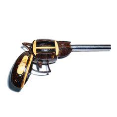 Revólver artesanal de casca de coco - Happy Market Super Glue, Coconut Shell, Revolver, Bullet, Shells, Shelled, Revolvers, Bullets, Seashells