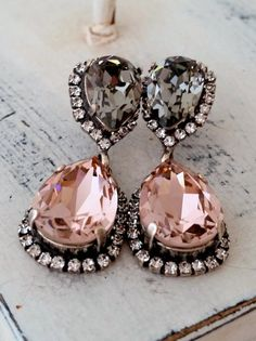 Blush and grey bridal earrings - http://themerrybride.org/2015/08/01/blush-and-grey-wedding-2/