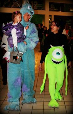 Super cute Monsters inc costumes. Pregnant momma costume Annya C Stars & Beauty:… Super cute Monsters inc costumes. Pregnant momma costume Annya C Stars & Beauty: Halloween 2015 Family Themed Halloween Costumes, Disney Family Costumes, Halloween Outfits, Halloween 2015, Maternity Halloween, Halloween Party, Mike Monsters Inc Costume, Monsters Inc Halloween Costumes, Costumes