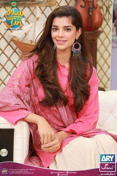 Sanam Saeed on a morning Show. Pakistani Bridal Jewelry, Indian Bridal, Sanam Saeed, Girls Dp Stylish, Profile Picture For Girls, Pakistani Dresses Casual, Kurta Designs Women, Embroidery Suits, Pakistani Actress
