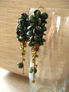 Orecchini in vera pelle verde con gemme in ambra - Green real leather earrings with amber beads