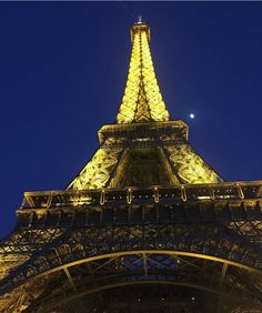 Torre Eiffel es una estructura de hierro pudelado construida por el ingeniero francés Alexandre Gustave Eiffel y sus colaboradores para la Exposición universal de 1889 en París.-------------------------Eiffel tower is a wrought iron lattice tower on the Champ de Mars in Paris, France. It is named after the engineer Gustave Eiffel, whose company designed and built the tower. Constructed in 1889 as the entrance to the 1889 World's Fair. #eiffel #eiffeltower #torreeiffel #paris #france #francia…