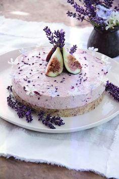 Gâteau cru figues et lavande, délicieux