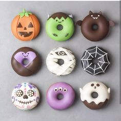 Donuts so creative you almost dont want to eat them. I mean come on their donuts. Donuts so creative you almost dont want to eat them. I mean come on their donuts. Halloween Cake Pops, Halloween Donuts, Halloween Desserts, Comida De Halloween Ideas, Halloween Themes, Happy Halloween, Halloween Appetizers, Halloween 2018, Halloween Halloween