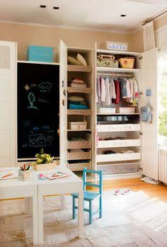 Children's room storage and chalkboard Room For Two Kids, Ideas Para Organizar, Kids Storage, Storage Ideas, Kids Room Design, Deco Design, Design Design, Kid Spaces, Room Organization