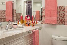 Fotos de banheiros com pastilhas coloridas
