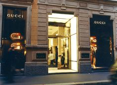 insegne per negozi, insegne luminose negozi, insegne negozi GUCCI