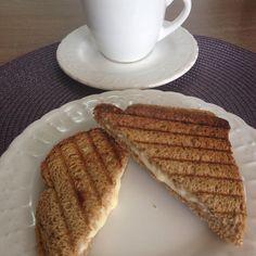 Bom dia! Domingo de alegria e paz pra todos nós! Café da manhã: pão integral com requeijão Ligth e muçarela ligth no gril e leite desnatado com café!  #Dukan #dukanmg #dukanbrasil #dukanalfenas #dietadukan #dietadukanbr #dukanianas #dukanetes #dukandiet #dieta #projetomimis #projetoviverdukan #projetocarolbuffara #projetojogauchasarada #saude #vidasaudavel #dieta #emagrecer #vemcomadri #atitudeboaforma #saúde #progjetoverao #foconadieta #lowcarb #qualidadedevida #dietasemsofrer by…