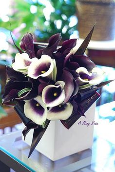 Wedding bouquets calla lily flower arrangements New ideas Purple Wedding Bouquets, Wedding Flowers, Bridesmaid Bouquets, Calla Lillies Wedding, Ikebana, Arte Floral, Calla Lily, Purple Calla Lilies, My Flower