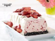 Strawberry Whipped Sensation Recipe - Kraft Recipes Cool whip, oreo crust and strawberries Strawberry Desserts, Frozen Desserts, Frozen Treats, No Bake Desserts, Just Desserts, Strawberry Picking, Strawberry Cheesecake, Kraft Recipes, Cake Recipes
