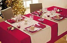 Te compartimos 9 Ideas para que tu comedor luzca hermoso en tu cena navideña. Christmas Table Cloth, Christmas Table Settings, Christmas Tablescapes, Christmas Table Decorations, Ideas Decoracion Navidad, Deco Table Noel, White Kitchen Decor, Dining Decor, Diy Home Crafts