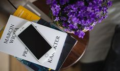 iPhone 6 on a white book Google Drive, White Books, Applications, Free Photos, Stock Photos, Lifestyle, Green, Bio, Appris