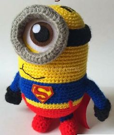 Minion Superman by Mirtha Amigurumis Crochet Pokemon, Minion Crochet, Amigurumi Doll, Amigurumi Patterns, Crochet Patterns, Crochet Dolls, Crochet Baby, Superman Crochet, Minion Pattern