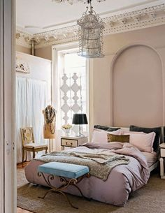 I wish my bedroom had tall ceilings, just makes for such a lovely space!