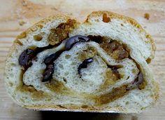Outras Comidas: Pão com Azeitonas e Farinheira
