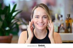 The *exact* steps to giving yourself a mini-workout facial massage — Well+Good Mini Workouts, Cheer Workouts, Circuit Workouts, Morning Workouts, Arm Workouts, Dermatologist Skin Care, Types Of Facials, Natural Face Lift, Reflexology Massage