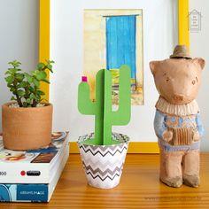 Paper Cactus Na Casa da Joana - 5 modelos coloridos e divertidos de cactos de papel. :) Uma ótima opção para a decoração :: www.nacasadajoana.com.br Paper Cactus, Planter Pots, Ladybug House, Cactus Plants, Paper, Templates, Hilarious