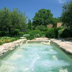 Une piscine spa sous le soleil @ Marie Claire Maison : ❤jagged rock edge