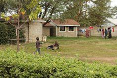 Alice Village E' una casa per bambini situata nel distretto di Utawalla a 30 km dall'aeroporto di Nairobi, lontano dal degrado degli slum, ospita oggi 100 orfani accuditi con amore come in una famiglia.