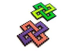 Posavasos hechos con beads / pixels. Posavasos hama beads. Posavasos con figuras geométricas. Posavaso figura cruzada. Posavaso verde. de ElTallerdeRuna en Etsy