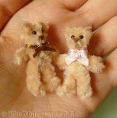 the 5 minute mini teddy bear hi long time no see i had some very interesting projects which i men # Cute Crafts, Crafts To Make, Easy Crafts, Crafts For Kids, Arts And Crafts, Mini Teddy Bears, Diy Teddy Bear, Teddy Bear Crafts, Pipe Cleaner Animals