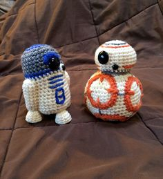 R2-D2 and BB-8 amigurumi