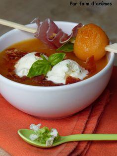 Soupe de melon, glace mozzarella basilic et pépites de jambon cru