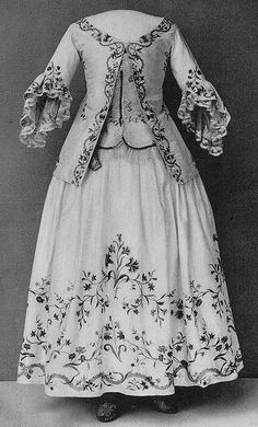 Jacket and skirt with embroidered floral motif on white silk. The jacket has been shortened and is therefore missing parts of the original embroidery. Engageantes of silk lace.    Nordiska Museet, Stockholm, Sweden
