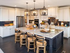 This is def the kitchen I want with the pendant lights