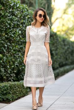petite fashion blog, lace and locks, los angeles fashion blogger, lace midi dress, asos lace dress, feminine fashion, romantic fashion, bow heels, ysl white clutch Más
