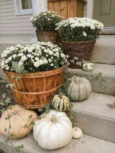 Imaginative Fall Porch Decorating Ideas to Make Yours Unforgettable Discover fall decor for the porch only in dandj home design More from my site 40 Beautiful Fall Front Porch Decorating Ideas That Will Make Your Home Look Amazing Wooden signs for Fall Fall Home Decor, Autumn Home, Fall Decor Outdoor, Pumpkin Arrangements, Fall Planters, Vides, House With Porch, Porch Decorating, Decorating Ideas