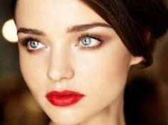 Classic and elegant makeup will always make you feel confident! www.themakeupblogger.com #beauty #makeuptips