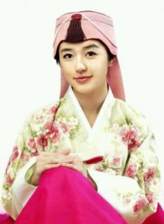 Yoon Eun-hye in hanbok Korean Traditional Dress, Traditional Dresses, Yoon Eun Hye, Goong, Korean Hanbok, Historical Fiction, Pin Up, Snow White, The Past
