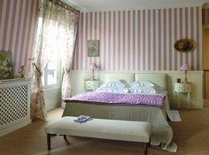 Chambre romantique / Romantic bedroom : www.maison-deco.com/chambre/deco-chambre/Chambres-des-idees-deco-pour-rever