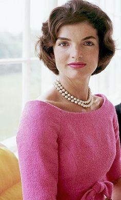 "jfk-and-jackie: ""Happy Birthday Jacqueline Kennedy! Jacqueline Kennedy Onassis, Jackie Kennedy Wedding, Estilo Jackie Kennedy, Jaqueline Kennedy, Les Kennedy, John Kennedy, Natalie Portman, Divas, Celebrity Hairstyles"