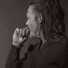 Norman Reedus ~ Rockin' the smoke and half man bun Norman Reedus, The Walking Dead, Bae, Half Man, Stuff And Thangs, Daryl Dixon, Actor Model, Man Alive, Beautiful Boys