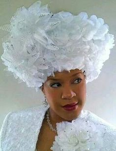 """Marlayna's Favor Hats """"It takes all kinds of people to make the world go 'round. Church Suits And Hats, Church Attire, Women Church Suits, Church Hats, Church Dresses, Millinery Hats, Fascinator Hats, Fascinators, Afro"""