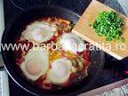 Ouă cu legume (la tigaie) | Rețete BărbatLaCratiță Eggs, Breakfast, Egg, Morning Breakfast