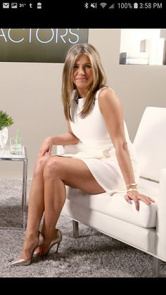 Jennifer Aniston Feet And Sexiest Celebrity Legs And Feet Jennifer Aniston Style, Jennifer Aniston Fotos, Peinados Jennifer Aniston, Jennifer Aniston Pictures, Jennifer Lopez, Beautiful Legs, Beautiful Women, Gq, Jeniffer Aniston