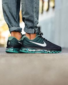 Nike Air Max 2017: Black/White/Green Stone