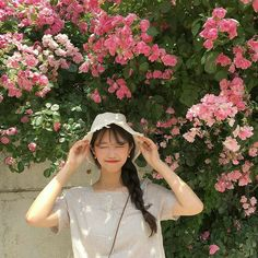 Although most people think that taking a picture is just as simple as pointing and shooting, there really is an art form to it. Typically, your photos neve Ullzang Girls, Cute Girls, Ulzzang Korean Girl, Cute Korean Girl, Korean Aesthetic, Aesthetic Girl, Beige Aesthetic, Japanese Aesthetic, Korean Photo