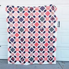 The Olivia Quilt - A New Pattern - Dress Models History Of Quilting, Quilting Tips, Quilting Tutorials, Machine Quilting, Quilting Projects, Quilting Fabric, Charm Square Quilt, Charm Pack Quilts, Quilt Storage