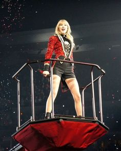 Red tour #weareneverevergettingbacktogether #finale