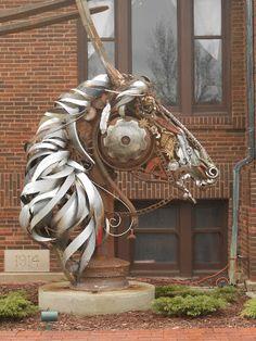 John Lopez Sculpture Art, this sculpture is at the Brookings, SD . Horse Art, Scrap Metal Art, Sculpture Art, Animal Art, Horse Sculpture, Junk Art, Recycled Art, Art Projects, Art