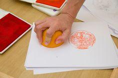 Estampación con una naranja