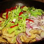 Pikantné kuracie soté • recept • bonvivani.sk Tacos, Mexican, Lunch, Chicken, Ethnic Recipes, Food, Meal, Eat Lunch, Essen