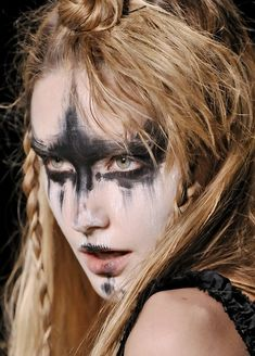 An idea for my #VikingBatgirl makeup.
