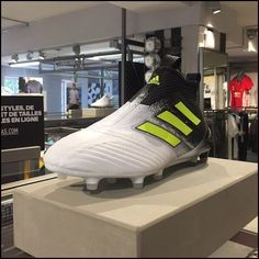 New Adidas Store Design Stadium Format Fashion Designers, Fashion Models, Fashion Shoes, Fashion Tips, Fashion Trends, Men's Outfits, Winter Outfits, Casual Outfits, London Fashion
