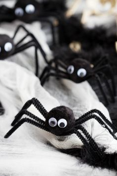 Fun little Halloween craft - made with pom poms, pipe cleaners, and googly eyes